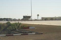 LUQA MALTA, SIERPIEŃ, - 02 2016: Malta lotniska międzynarodowego ruchu drogowego wieża kontrolna Fotografia Stock