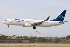 Luqa, Malte, le 2 juin 2007 : 737-800 débarquant Image stock
