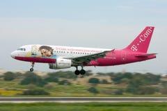 Luqa, Malte, le 6 mars 2008 : Atterrissage d'Airbus 319 Images libres de droits