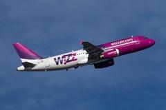 Luqa, Malte le 15 novembre 2014 : Wizzair A320 Image libre de droits