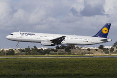 Luqa, Malte - 28 novembre 2015 : Lufthansa A321 Images libres de droits