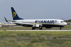 Luqa, Malte - 20 octobre 2015 : Ryanair 737-800 débarquant Photos libres de droits