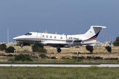 Luqa, Malte - 10 septembre 2015 : Atterrissage de Phenom Photo stock