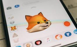 Lura den djura emojien för animojien som 3d frambrings av recognit för framsidalegitimationansiktsbehandlingen Royaltyfri Fotografi