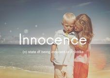 Lurar den lättrogna oskyldiget för harmlöshet barnsligt begrepp arkivfoton