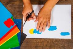 Lurar konst Originell handteckning Tillverkar begrepp handgjort på träbästa sikt för tabell Royaltyfria Foton