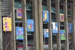 Lurar konstverk på staketet Fotografering för Bildbyråer