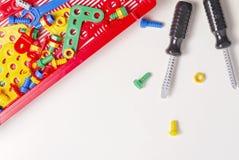 Lurar leksakhjälpmedelsatsen för utbildning på vit bakgrund Royaltyfria Foton