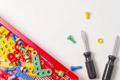 Lurar leksakhjälpmedelsatsen för utbildning på vit bakgrund Fotografering för Bildbyråer