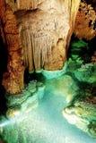 Luray Caverns Wishing Well kalkstenbildande och 8 fot djupt vatten arkivfoton