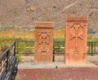 LUSARAT, ΑΡΜΕΝΙΑ - 12 ΟΚΤΩΒΡΊΟΥ 2016: Σύγχρονα khachkars στο νεκροταφείο στο μοναστήρι Khor Virap Στοκ φωτογραφίες με δικαίωμα ελεύθερης χρήσης