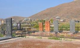 LUSARAT ARMENIEN - OKTOBER 12, 2016: Modern armenisk kyrkogårdne Arkivfoto
