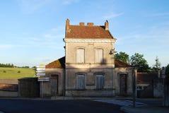 Lusignan小的老村庄学校,法国 免版税库存图片