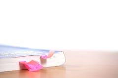 Lusjes in een boek Stock Afbeelding