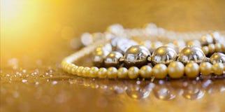 Lusso, concetto di ricchezza - insegna di web dei gioielli delle perle con lo PS della copia Fotografie Stock Libere da Diritti