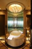 lusso della vasca da bagno della stanza da bagno fotografia stock libera da diritti