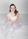 Lustige Aufstellung der schönen Braut, verschiedene Gefühle ausdrückend Schöne Braut mit Art und Weisehochzeitsfrisur Lustige Bra Stockfotografie