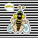 Lustige Biene auf gestreiftem Hintergrund, T-Shirt Design-Vektorillustration Stockfoto