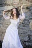 Lustige Braut, die Gesichter macht Lizenzfreie Stockbilder