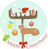 Lustige Elche mit Weihnachtsdekoration auf den Geweihen lizenzfreie abbildung