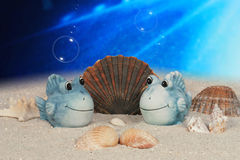 Lustige Fische auf Meeresgrund Stockfotos