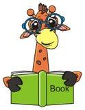 Lustige Giraffe, die ein Buch liest Stockfoto