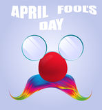 Lustige Gläser April Fools Days und bunter Schnurrbart Lizenzfreie Stockfotos