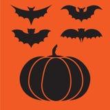 Lustige Halloween-Vektorgeheimnis-Vampirsschattenbilder Dunkle gespenstische Schlägermonster lokalisiert vom orange Hintergrund Lizenzfreies Stockfoto