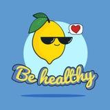 Lustige Karte ist mit kühlem Zitronencharakter mit Sonnenbrille, Karikaturillustration gesund Lizenzfreies Stockfoto