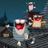 Lustige Katzen der Karikatur, die auf dem Dach nachts schreien Lizenzfreies Stockfoto