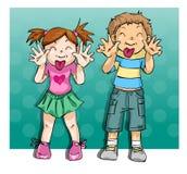 Lustige Kinder, die ihre Zungen zeigen Stockfotos