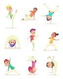 Lustige Kinderpraxis capoeira Bewegung Karikaturdesigncharakter Auch im corel abgehobenen Betrag Lizenzfreies Stockfoto