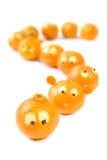 Lustige Klementinen in der Warteschlange Stockfoto