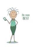 Lustige nette lächelnde Frau in einem grünen Kleid mit dem gelockten Haar und mit einem Smartphone in ihrer Hand Lizenzfreie Stockfotografie