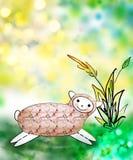 Lustige nette lächelnde Schafe in einer Wiese im Gras lizenzfreie stockfotos