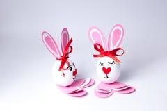 Lustige Ostereier Junge und Mädchen Lizenzfreies Stockfoto