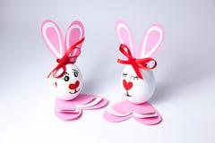 Lustige Ostereier Junge und Mädchen Stockbilder