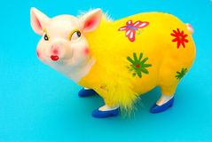 Lustige piggy Querneigung lizenzfreie stockbilder