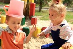 Lustige reizende Kinder Stockfotos
