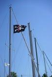 Lustige Roger-Piratenmarkierungsfahne Lizenzfreies Stockfoto