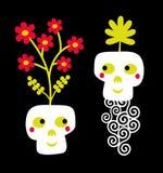Lustige Schädelpaare mit Blumen. Stockbild