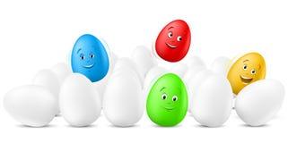 Lustige springende Ostereier mit glücklichen Gesichtern Stockfoto
