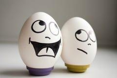 Lustige und lustige Eier zwei Eier für Halloween Lizenzfreie Stockfotos