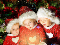 Lustige Weihnachtskinder stockbilder