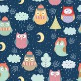 Lustige Wintereulen am Nachtnahtlosen Muster Stockbilder