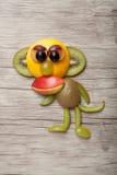 Lustiger Affe gemacht vom Apfel und von der Kiwi Stockfoto