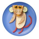 Lustiger Affe gemacht vom Brot, vom Käse und vom Gemüse Lizenzfreies Stockfoto
