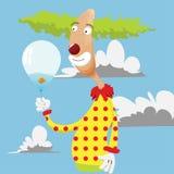 Lustiger Clown, der einen Ballon anhält Lizenzfreie Stockfotos