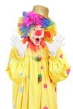 Lustiger Clown, der mit den Händen gestikuliert Lizenzfreie Stockfotos