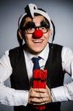 Lustiger Clown mit Stöcken Lizenzfreie Stockfotos